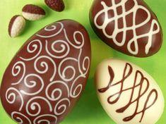 Suivez les conseils en vidéo d'Arnaud Delmontel pour réaliser vous-même un oeuf de Pâques en chocolat.