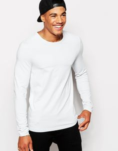 """Muscle fit t-shirt by ASOS Stretch jersey Crew neck Slim cut sleeves Tight fit to the body Skinny fit - cut closely to the body Machine wash 49% Polyester, 46% Cotton, 5% Elastane Our model wears a size Medium and is 5'10""""/178 cm tall"""
