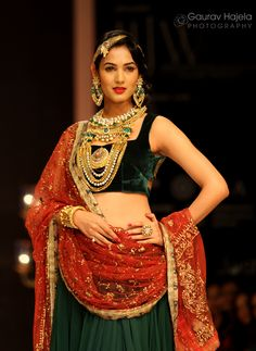 Sonal Chauhan displaying jewellery at the IIJW 2012 Mumbai