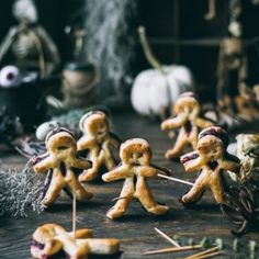 These 5 ingredient VEGAN Puff pastry Voodoo Dolls with a bloody 'beet' filling make a fun, easy, yet creepy dessert for your Halloween gatherings! Chocolate Cake Pops, Vegan Chocolate, Pea Fritters, Coconut Jelly, Lavender Lemonade, Fortune Cookie, Food Photography, Photography Backdrops, Yummy Snacks