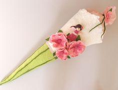 Schultüte mit  rosa Blumen von miniaturi - Schönes und Nützliches, Märchenhaftes und Verspieltes für Groß und Klein auf DaWanda.com