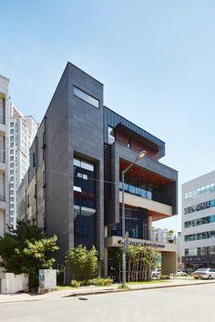 건축사 사무소 YEHA 의 원신흥동근린생활시설   homify Facade Architecture, Commercial Design, Urban Landscape, Beautiful Buildings, Office Interiors, Multi Story Building, Villa, Exterior, Projects