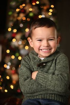 How to Take Photos of Your Kids in Front of the Christmas Tree » Scissortail SILK | Becky Thompson