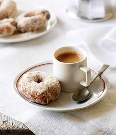 sweet orange and olive oil doughnuts (rosquillos) Australian Gourmet Traveller and Frank Camorra/MoVida Spanish dessert recipe for Café Chocolate, Chocolate Cookies, Coffee And Donuts, Coffee Cafe, Coffee Drinks, Doughnuts, Love Food, Sweet Tooth, Food Photography
