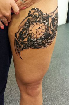 Pocket watch, roses and feather tattoo - inkstylemag Feather Tattoos, Rose Tattoos, Body Art Tattoos, Sleeve Tattoos, Sunflower Tattoo Sleeve, Sunflower Tattoo Shoulder, Best Tattoos For Women, Sexy Tattoos For Girls, Upper Leg Tattoos