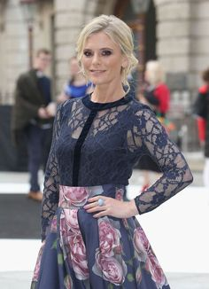 Emilia Fox would look even better without the blue vest English Actresses, British Actresses, Actors & Actresses, Emilia Fox Silent Witness, Edward Fox, Drama Stage, Classic Hollywood, Star Fashion, Beautiful People