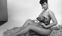 Bettie Page - Let the birthday weekend pics continue! Anais Nin, First Class, Coney Island, Playboy, Bettie Page Photos, Modelos Pin Up, Photo Print, Pin Up Photos, Pin Up Models