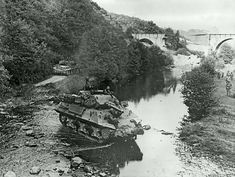 M10 Wolverines ford a river in Germany, 1945