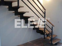 Fotografía de Escalera de Interior con Baranda, Diseño Minimalista