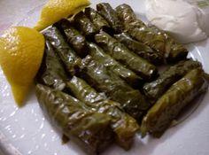 Τα παραδοσιακά ντολμαδάκια της Ανατολής αποτελούν για ένα γευστικό πιάτο, κατάλληλο για ορεκτικό ή και κυρίως γεύμα, ελαφρύ και υγιεινό. Τι χρειαζόμαστε: 1/2 κιλο αμπελοφυλλα 5 φλ νερο χυμο λεμονιο… Asia, Healthy Recipes, Ethnic Recipes, Greece, Food, Hoods, Meals, Healthy Diet Recipes, Greek