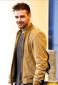 Daddy payno at his finest Niall Horan, Zayn Malik, Liam James, One Direction Photos, One Direction Harry, Wolverhampton, Liam Payne, Liam 1d, Louis Tomlinson
