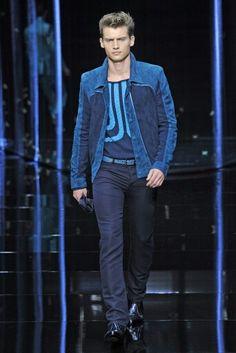 Roberto Cavalli ss2013 J'adore le pull sinon le bleu est superbe!!!