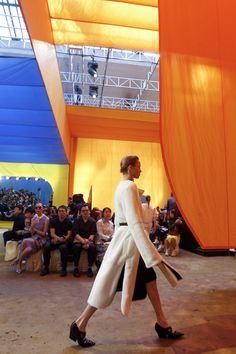 Céline Spring 2016 Ready-to-Wear Atmosphere and Candid Photos - Vogue