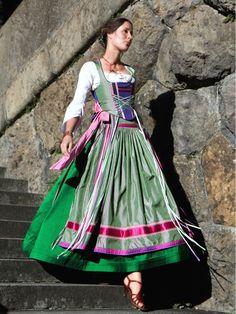MICHAELA KEUNE MÜNCHEN - COUTURE AUS BAYERN (German dress)