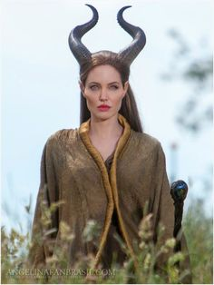 Angelina Jolie - Maleficent stills --- One of my Favorite movies of my favorite Disney villain. Maleficent Cosplay, Maleficent 2014, Angelina Jolie Maleficent, Maleficent Movie, Malificent, Maleficent Quotes, Maleficent Horns, Looks Halloween, Halloween Costumes