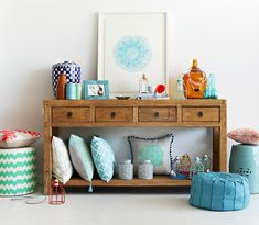 Mynd Interiors. Pouf by Curio & Curio, print by Lumiere Art & Co. Styling – Julia Green, photo – Armelle Habib.