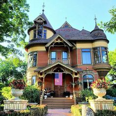 Is this the perfect steampunk house or what? I'm in love repost via via Victorian Architecture, Historical Architecture, Beautiful Buildings, Beautiful Homes, Steampunk House, Old Mansions, Victorian Homes, Vintage Homes, Victorian Life