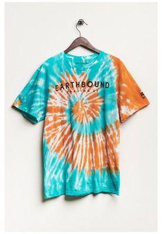 Tye And Dye, How To Tie Dye, Tye Dye, Tie Dye Designs, T Shirt Designs, Camisa Tie Dye, Cute Tie Dye Shirts, Moda Tie Dye, Tie Dye Fashion