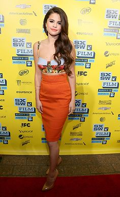 Selena Gomez's crop top/high-waisted skirt combo!