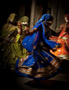 Rajasthani dance by Julien Lagarde on Flickr.