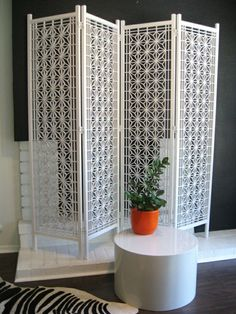 Or, what about a room-divider-screen idea? Something a cat can't get underneath, but we can still see through to be social. Hanging Room Dividers, Room Divider Screen, Room Screen, Diy Design, Interior Design, Room Deviders, Style Marocain, Divider Design, My New Room