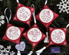 MystitchDesigns auf Etsy Christmas Stockings, Christmas Ornaments, Stitch, Holiday Decor, Etsy, Red, Color, Things To Do, Weihnachten