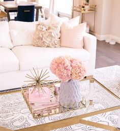 White couch, modern glam living room with pink, blush, and gold accents, se Glam Living Room, Living Room Accents, Living Room White, White Rooms, Living Room Interior, Blush Pink Living Room, Living Rooms, Living Room Decor Gold, Kitchen Interior