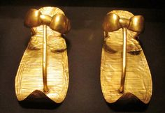Pair of gold sandals that were found on the feet of #Tutankhamun when the mummy was unwrapped in 1922. #Egypt