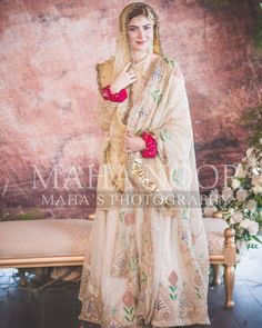 types of muslim wedding dresses Bridal Mehndi Dresses, Nikkah Dress, Shadi Dresses, Muslim Wedding Dresses, Bridal Dress Design, Bridal Lehenga Choli, Wedding Dresses For Girls, Bridal Outfits, Bridal Style