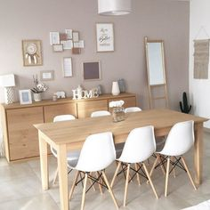 Charming Contemporary Decor number 7607835709 - From stunning to contemporary decorating tricks to kick-start a remarkably comfy and lovely contemporary home decor modern . Dining Room Design, Dining Room Furniture, Dining Rooms, Dining Table, Interior Design Living Room, Living Room Decor, Warm Home Decor, Contemporary Home Decor, Contemporary Design