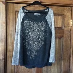 I just discovered this while shopping on Poshmark: Size 3X top.  Worn once.. Check it out!  Size: 3X