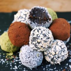 Chocolate Fudge Balls - The Tasty K 1½ cups pitted dates 2 Tbsp cacao powder 1 Tbsp nut butter (optional) ¼ cup dark chocolate chips (optional) pinch of himalayan salt INSTRUCTIONS...