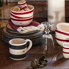 Details Ceramic earthenware hand-painted mug, with applied logo. Each is unique in character. Smoky Mountain Christmas, Lexington Company, Red Tablecloth, Cozy Bed, Earthenware, Country Kitchen, Newport, Dinnerware, Kitchen Dining