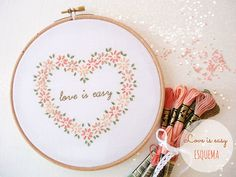 Love is easy, free pattern from Things to knit. I love the flowers, not sure about the saying