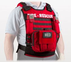 Survival camping tips Tactical Medic, Firefighter Paramedic, Medical Bag, Emergency Medical Services, Diy For Men, Bug Out Bag, Cool Gear, Search And Rescue, Emergency Vehicles