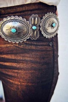 Boho chic silver & turquoise concho belt, hippie cowgirl fashion SEE more… Western Style, Western Wear, Western Belts, Cowgirl Chic, Cowgirl Style, Cowgirl Tuff, Gypsy Cowgirl, Cowgirl Boots, Mode Country