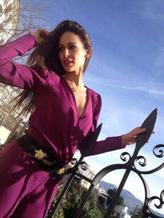 """Eva González - Blog 'Las Tentaciones de Eva' 2012/2013 http://las-tentaciones-de-eva.blogs.elle.es/2013/01/04/recibiendo-el-2013/ Mono de Panambi, """"en un color que siempre me ha encantado y que además encuentro súper favorecedor"""" (en palabras de Eva) El cinturón es de Panambi también. Zapatos de Guess."""