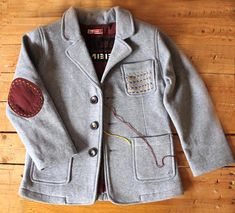 customizing a kid's blazer with elbow patches and other stitching High Fashion Men, Kids Fashion Boy, Outfits Niños, Kids Outfits, Baby Clothes Patterns, Boys Wear, Toddler Boy Outfits, Boys Shirts, Parka Style