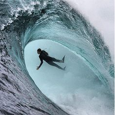 Big-Wave Surfing Wipe out Big Waves, Ocean Waves, Tsunami Waves, Big Wave Surfing, Open Water Swimming, Surfing Pictures, Surf Girls, Surfs Up, Extreme Sports