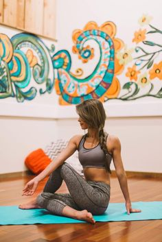 A strong body and mind are the ultimate picture of health. We love these high-performance yoga styles because they're comfortable AND chic. See more great finds in our fall look book! Yoga Fitness, Fitness Tips, Fitness Motivation, Health Fitness, Yoga Flow, Yoga Meditation, Yoga Inspiration, Fitness Inspiration, Pilates