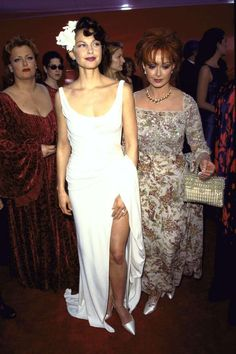 A look back at the most 🔥 gowns through the years. Pretty Dresses, Sexy Dresses, Prom Dresses, Formal Dresses, Cathrine Zeta Jones, Best Oscar Dresses, Ashley Judd, Oscar Fashion, Picture Collection
