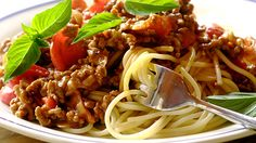Spaghetti bolognese - consider this PIN as anything pasta-ry! In my spag bol there is always more sauce; a lot more sauce and heaps of Parmigiano-Reggiano on top. Spaghetti Bolognaise, Sauce Bolognaise, Mince Recipes, Beef Recipes, Cooking Recipes, Yummy Recipes, Easy Home Cooked Meals, Quick Easy Meals, South African Recipes