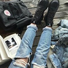 fjallraven kanken backpack, boots, mom jeans and denim jacket Denim Jeans, Ripped Jeans, Mom Jeans, Skinny Jeans, Grunge Jeans, Punk Outfits, Jean Outfits, Outfit Jeans, Fjallraven