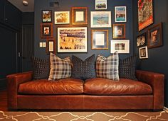 classy way to make a man cave: a super-comfy couch and sports photos with varying frames.The classy way to make a man cave: a super-comfy couch and sports photos with varying frames. Cabine Vintage, My Living Room, Living Spaces, Man Cave Inspiration, Man Cave Office, Wal Art, Home Pub, Living Colors, Cosy Home
