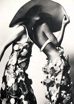 Vogue Paris - Décembre 1970 Janvier 1971