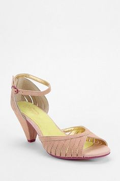 113ae9db9ce33 9 Best Threadstyles images | Beige heels, Casual outfits, Wardrobes