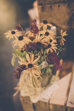 black eyed susans - rustic wedding décor - wedding flowers - burlap - crates - mason jar - centerpieces