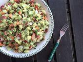 Veganer und glutenfreier Quinoa Salat ist genau das richtige für heiβe Sommert...