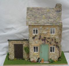 jpg pixels (Nell's' Lane - cute cottage with painted Cotswold stone effect) Miniature Houses, Miniature Gardens, Fairy Gardens, Small Wooden House, Rock Houses, Mini Houses, Cute Cottage, House On The Rock, Glitter Houses