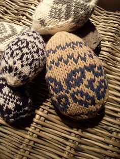 Ravelry: Easter Eggs with fair isle decorations. NOW TILL MARCH 30TH THE PATTERN IS FREE !  .